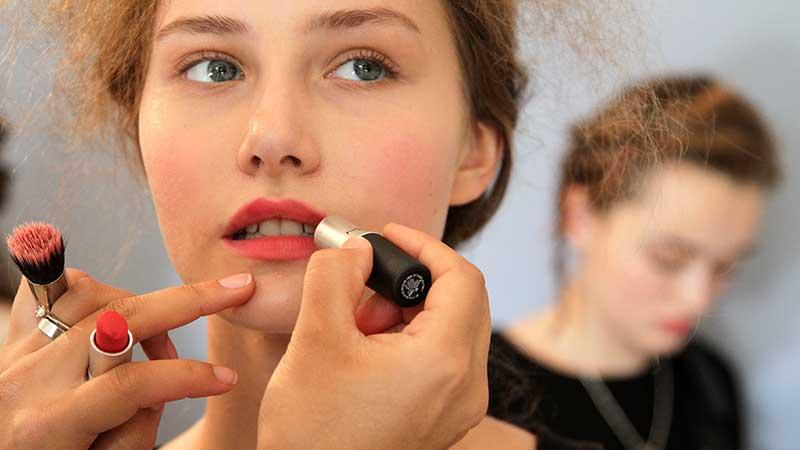 Make-up trends lente zomer 2021. Make-up kleuren als rozenblaadjes