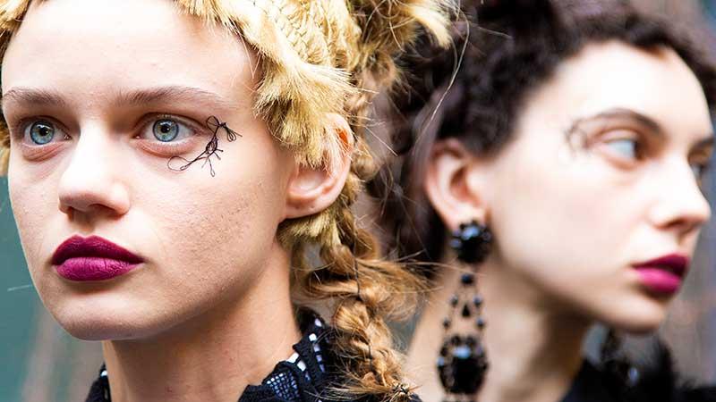 Make-up trends winter 2020 2021. Deze lippenstift trends en trucjes moet je kennen! 9x Tips