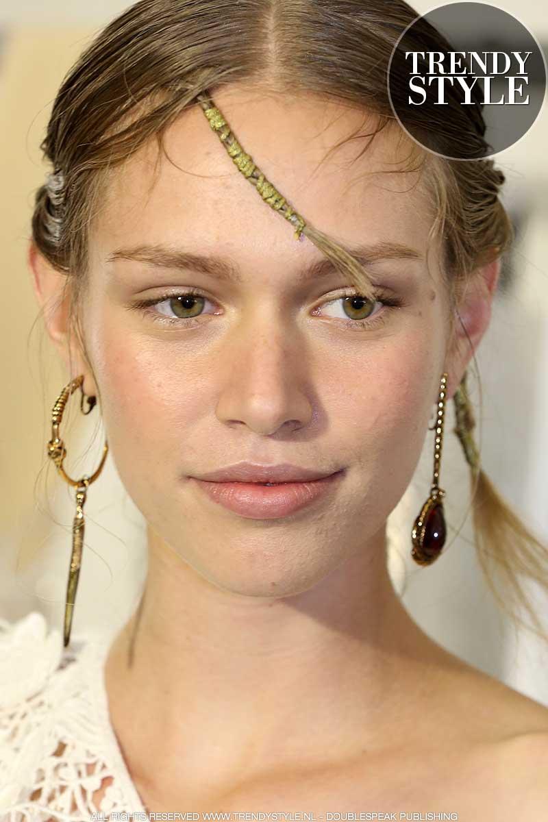 Make-up trends 2020. Oogmake-up met liftend effect (voor een jonge oogopslag)