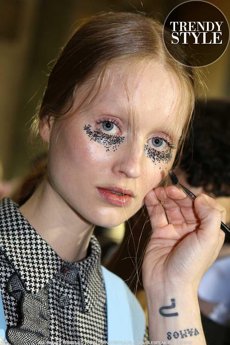 Make-up trends winter 2020. Oogmake-up met zilver glitter