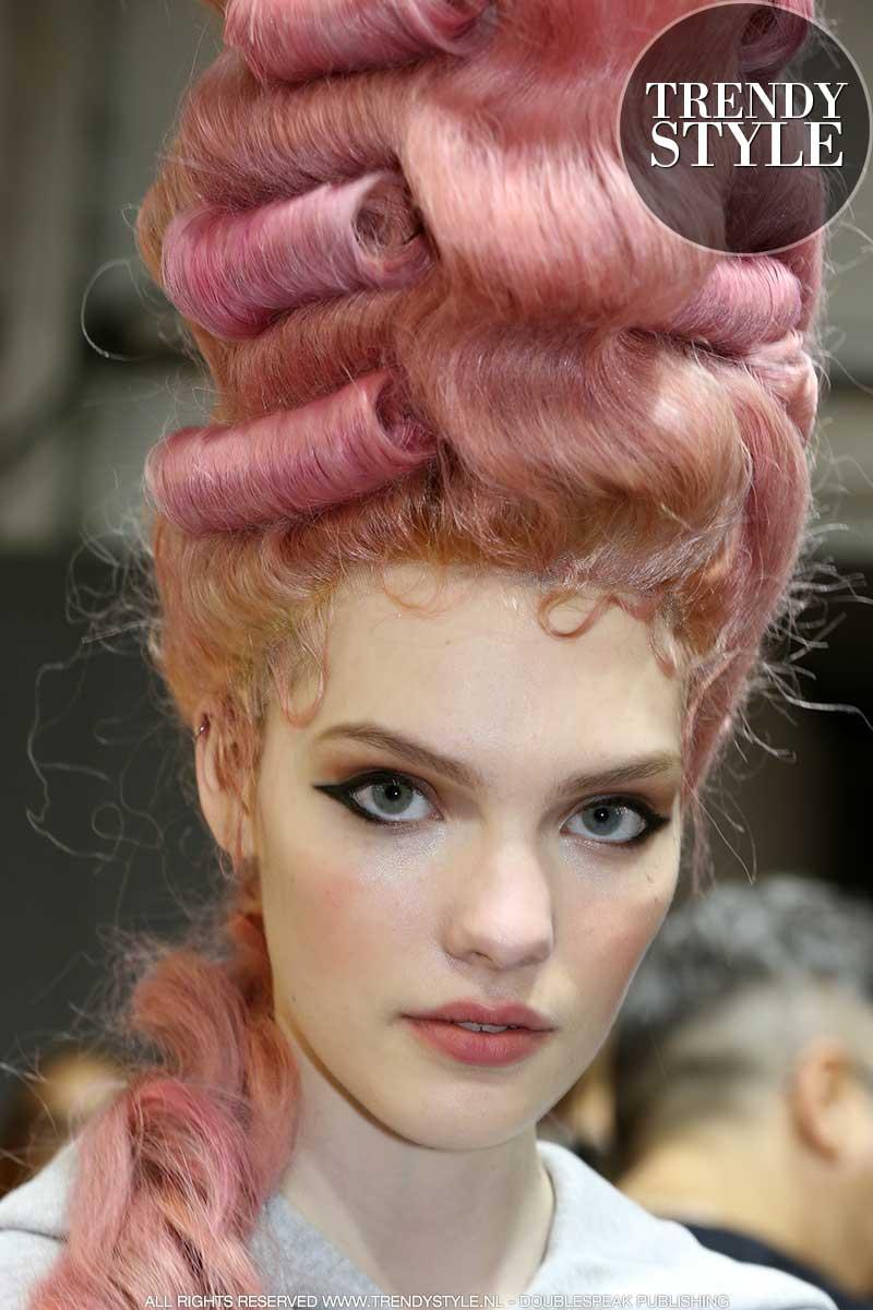 Make-up trends herfst winter 2020 2021. Stoere eyeliner en roze blush