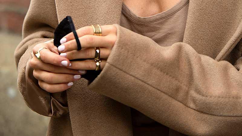 Mode accessoires 2020. Je handen als sieraad. 10x Anti-aging tips