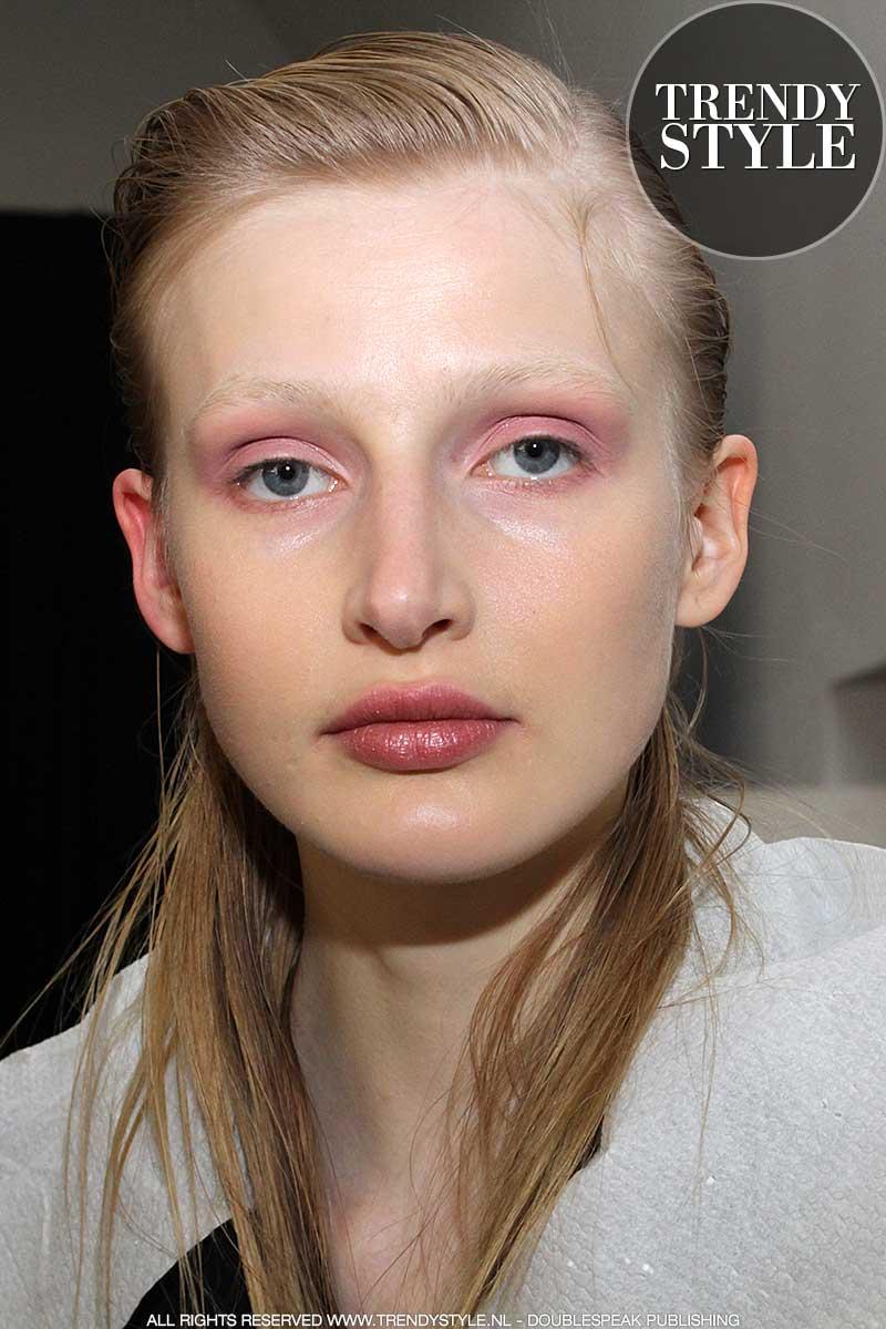 Je huid opmaken. Make-up: Pablo Rodriguez voor M.A.C. Cosmetics