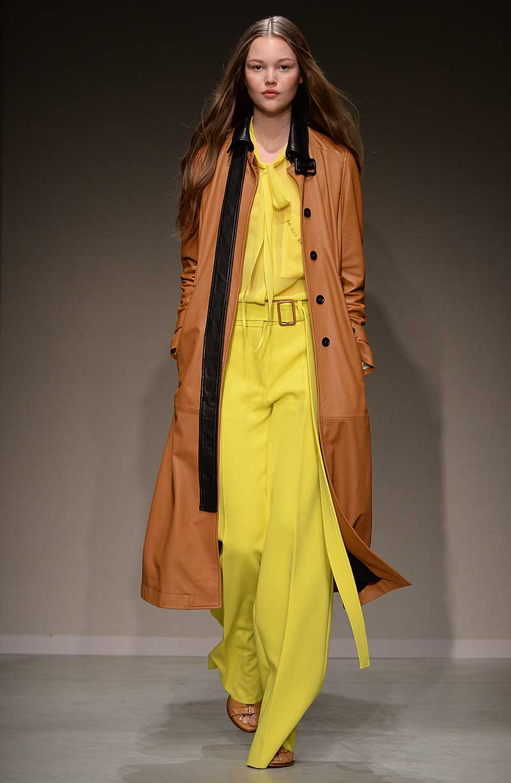 Modekleur geel. Trussardi lente zomer 2018, photo: Trussardi