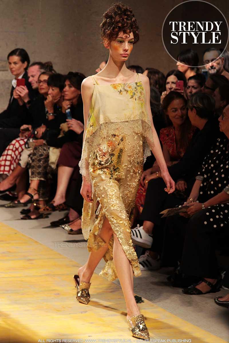 Modekleur geel. Antonio Marras lente zomer 2018, ph. Charlotte Mesman
