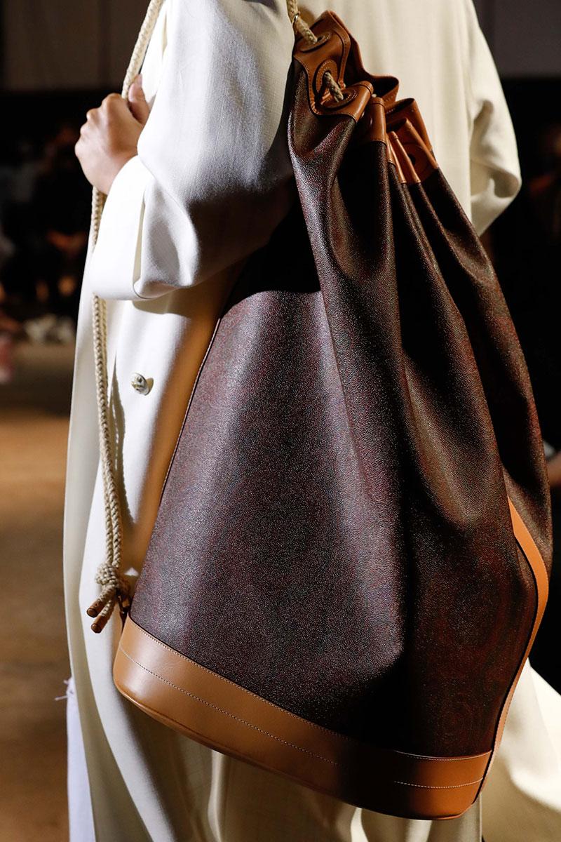 Mode accessoires 2021. De tassen voor lente zomer 2021
