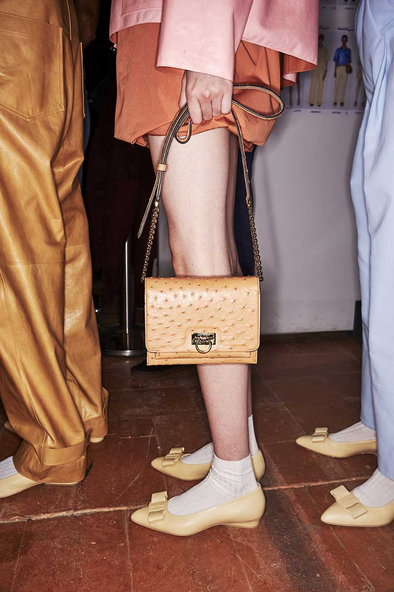 Mode accessoires lente zomer 2020. Naturel tassen en schoenen