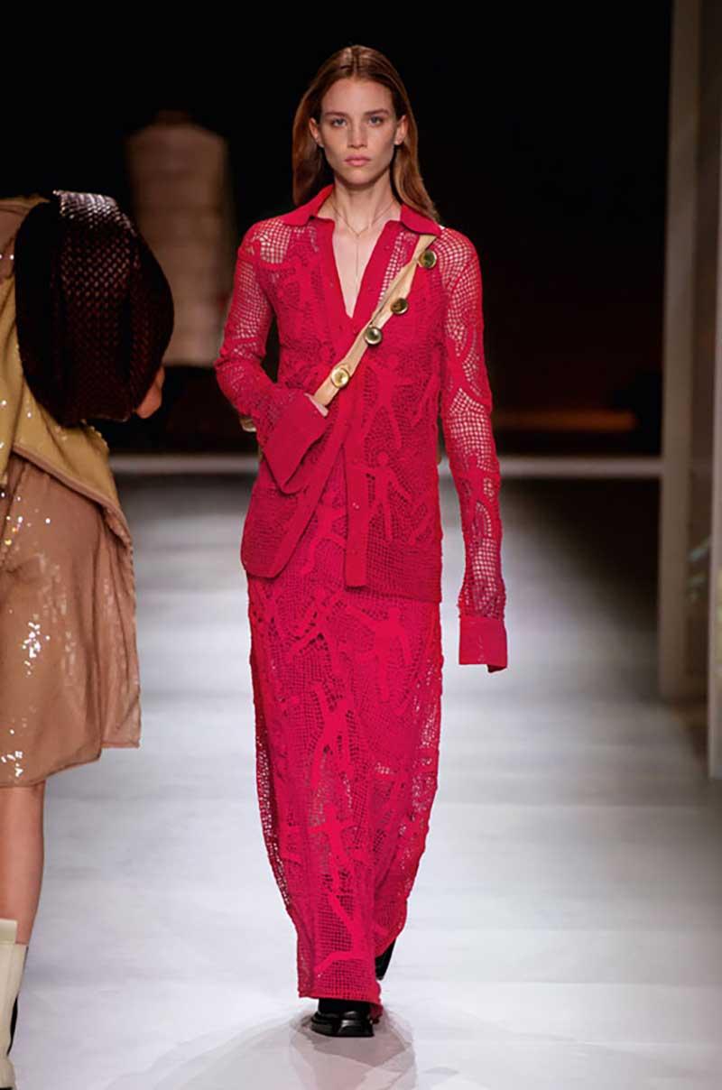 Modetrends winter 2020 2021. Vernieuwend (en stoer) in rood. 10x Stijltips