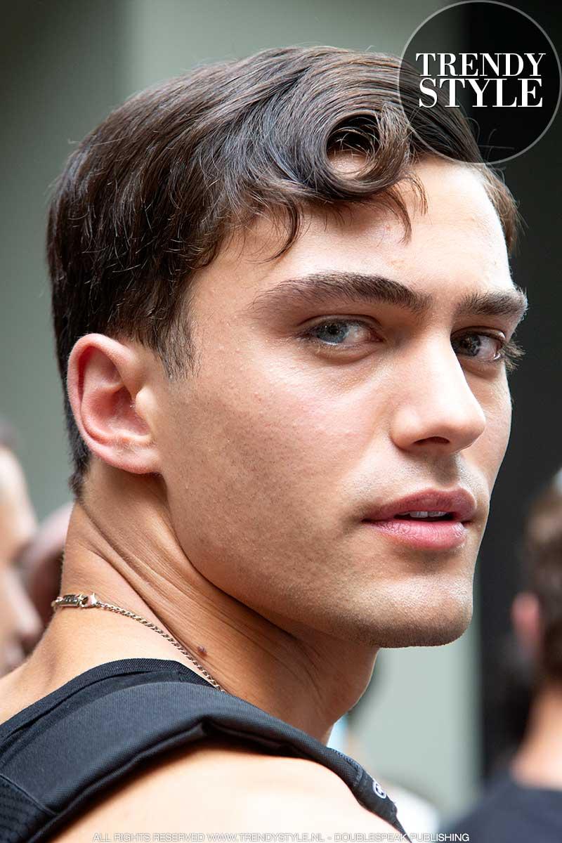 Milan Fashion Week zomer 2022. Coole mannelijke modellen bij Dolce & Gabbana