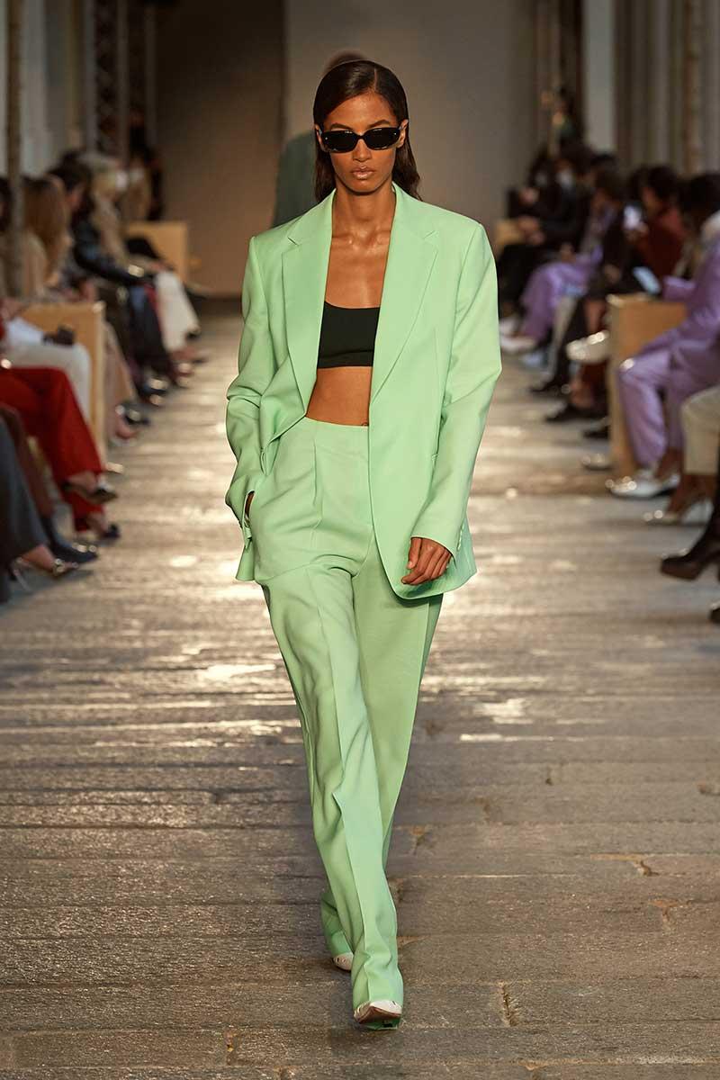 Modetrends voorjaar 2021. Minimal looks zijn dé trend