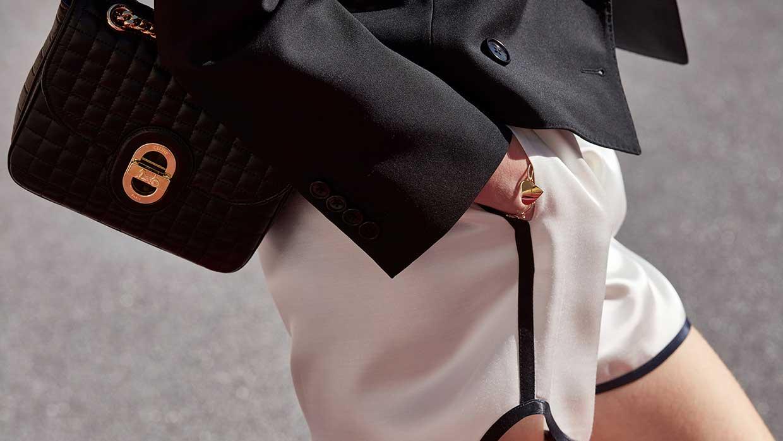 Modetrends zomer 2021. Sportswear is de nieuwe citywear. 10x Stijltips. Photo courtesy of Celine