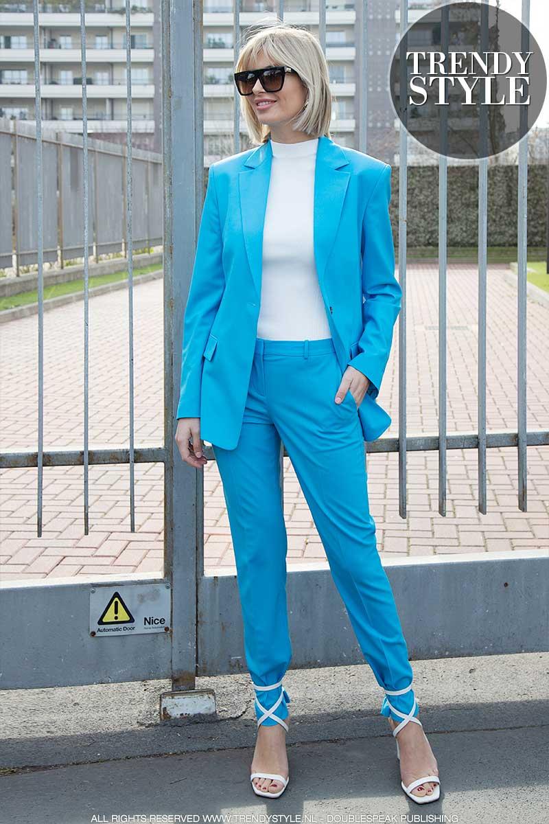 Frisblauwe broekpakken voor een vroege voorjaarslook 2020