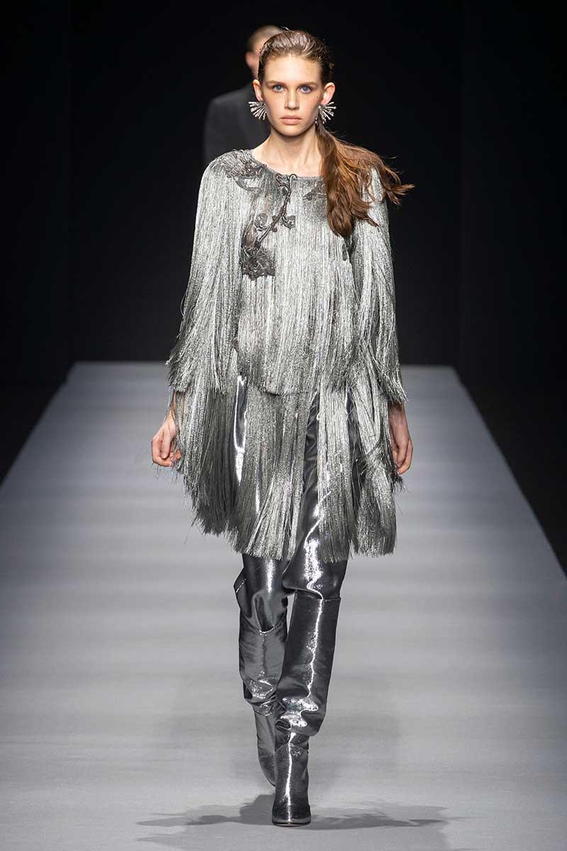 Modetrends winter 2020 2021. Must-have: de zilverkleurige broek