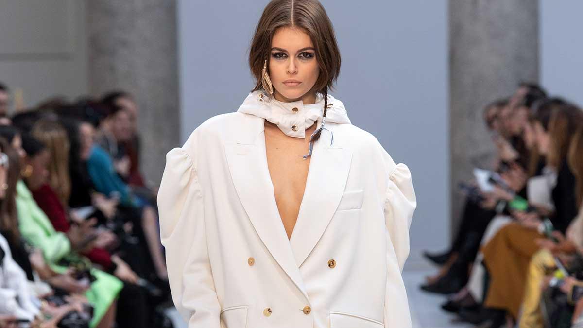 Modetrends herfst winter 2020 2021. Vrouwelijk, oversize, scherp, krachtig... Be strong!
