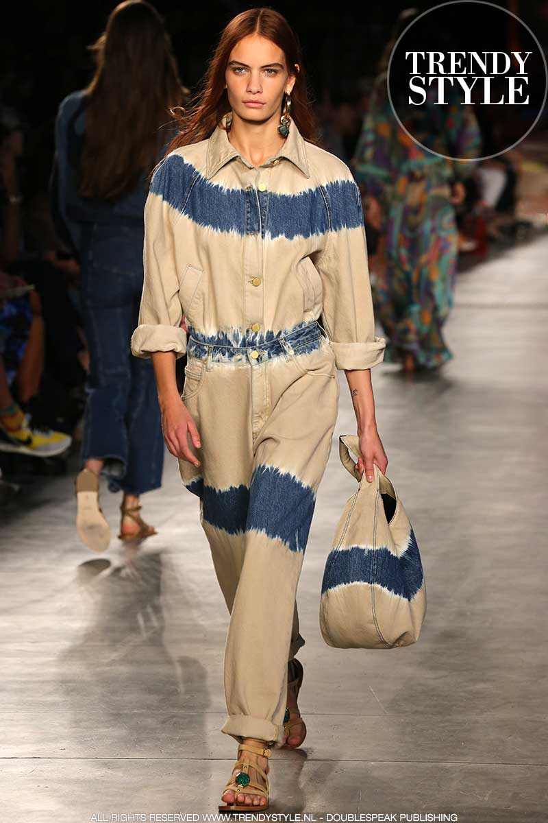 Modetrends lente zomer 2020. Tie dye jeans