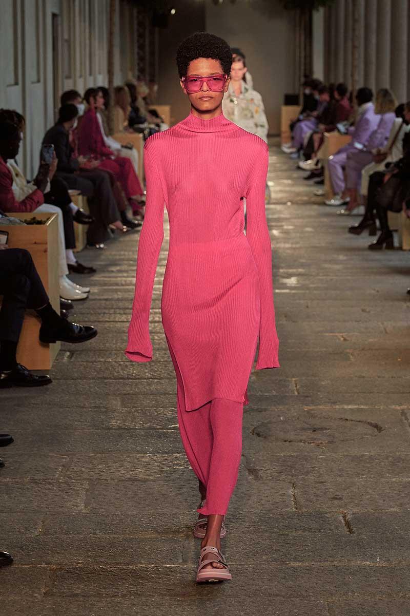 modekleur fuchsia voor een optimistische mood
