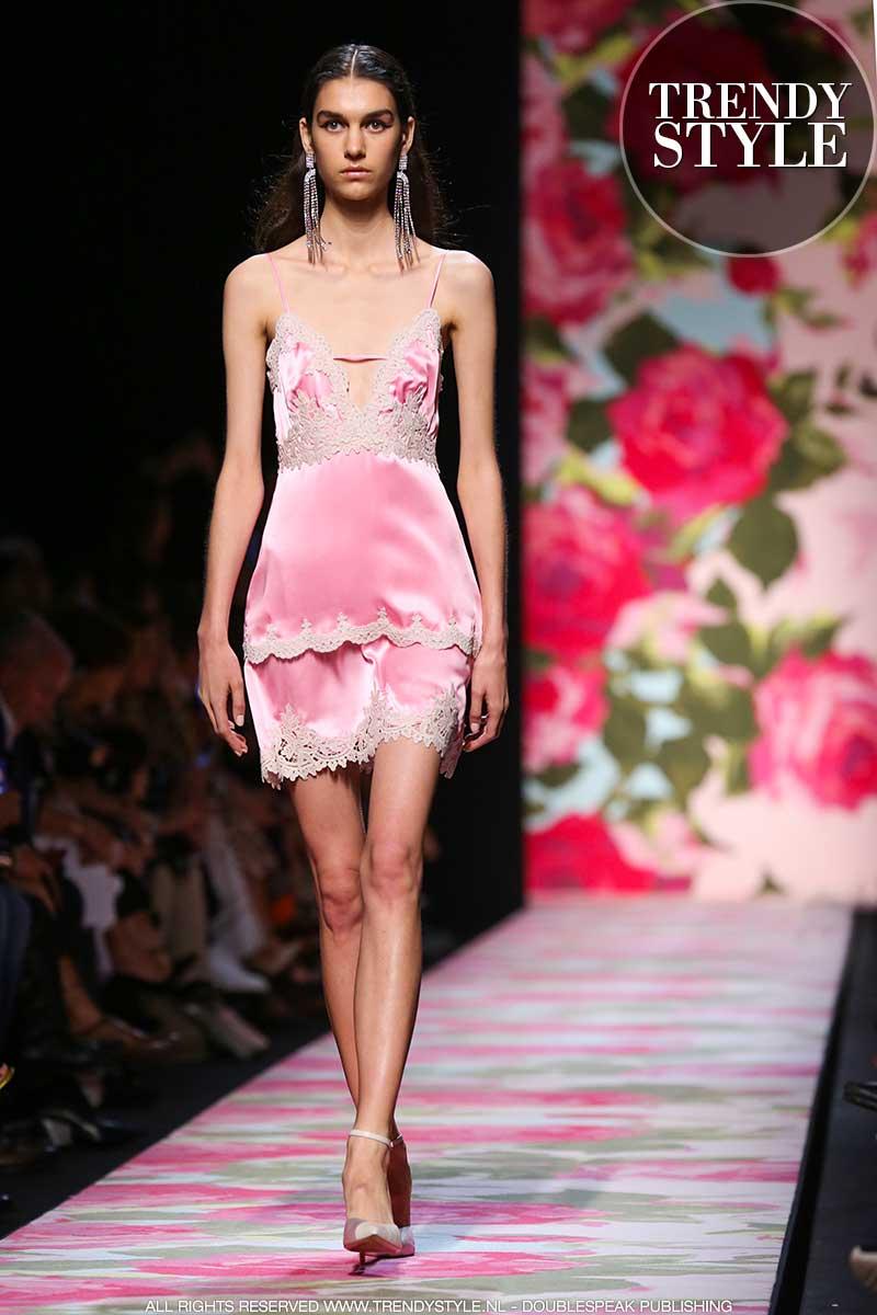 Modetrends 2020. Zomer in onderjurk