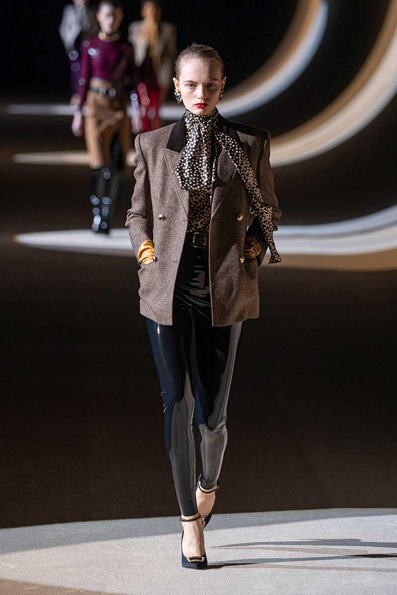 Modetrends winter 2020 2021. Seventies blouses en jaren '70 sjaaltjes