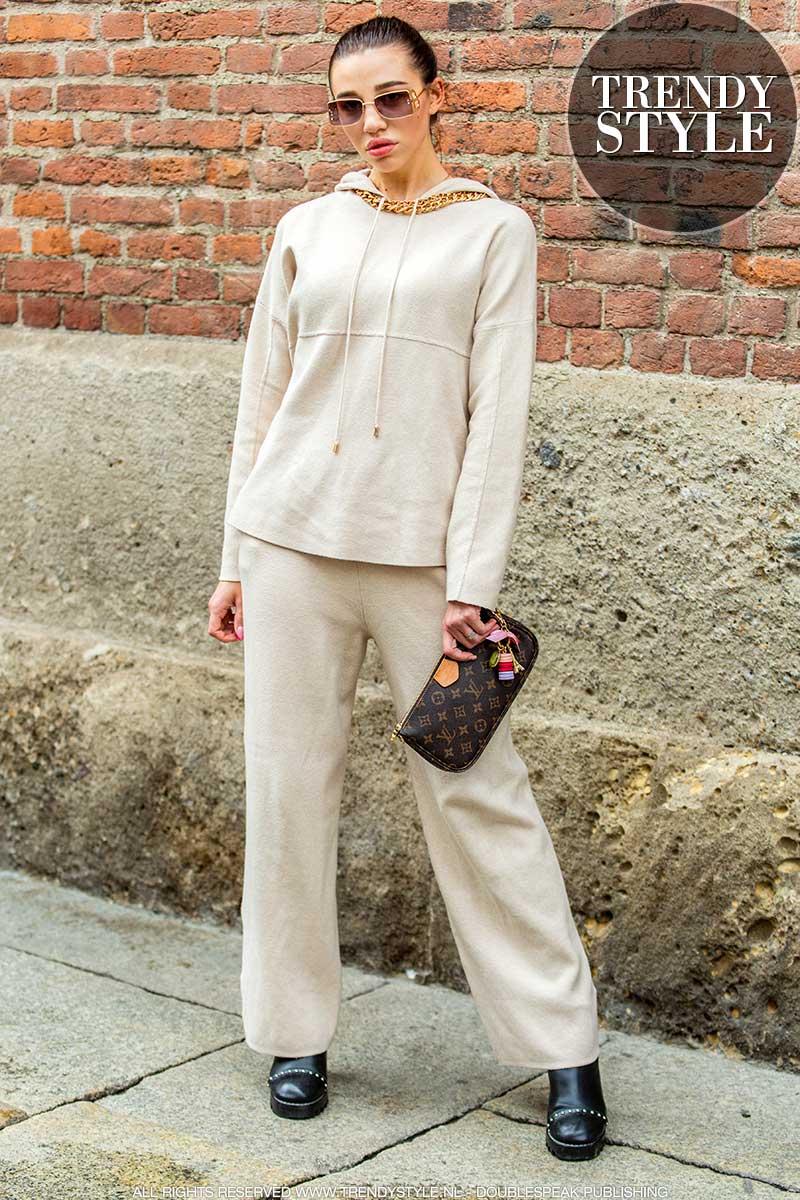 Casual-chic in jogging broek volgens de streetstyle mode 2020