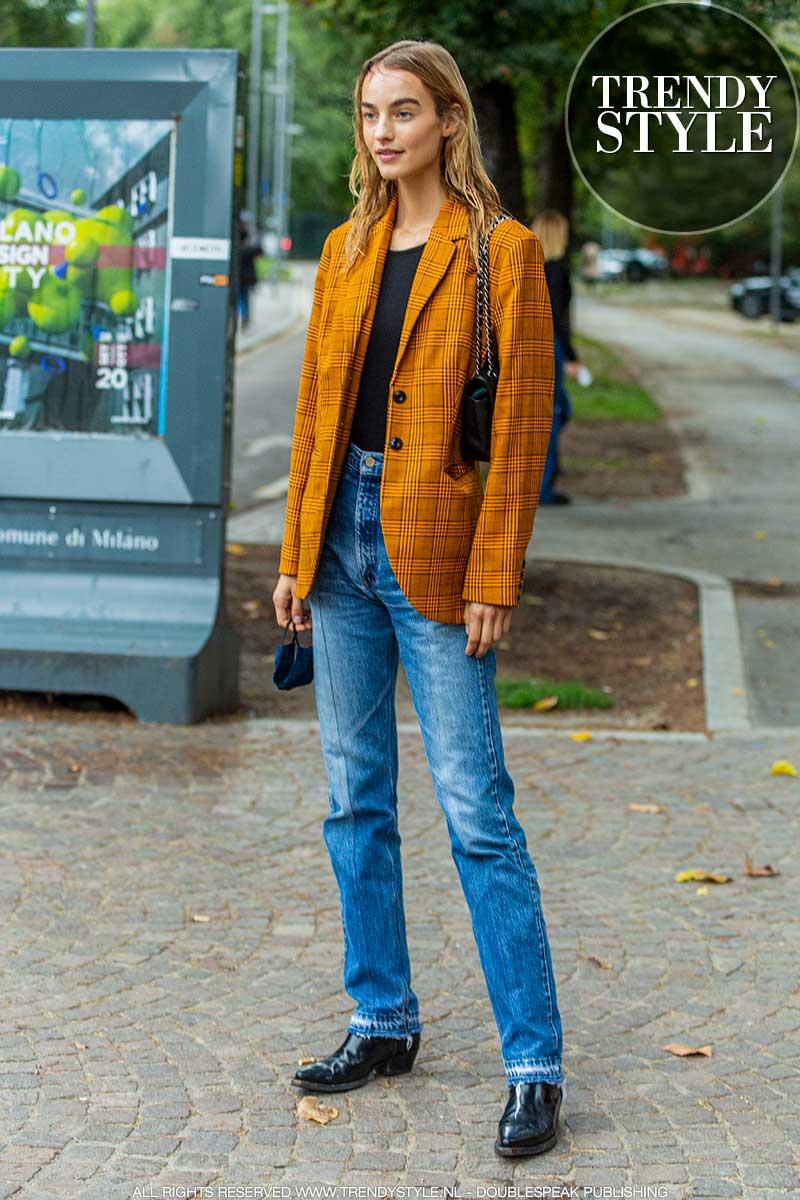 Streetstyle mode winter 2020. Modellen in spijkerbroek. Doe mode ideeën op voor jouw jeans look