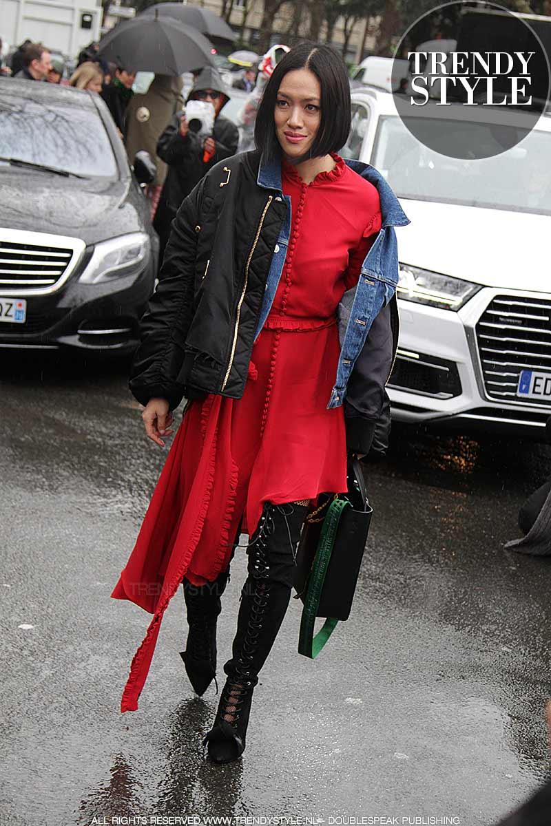 Streetstyle winter 2017 2018. Mode trends onder de regen