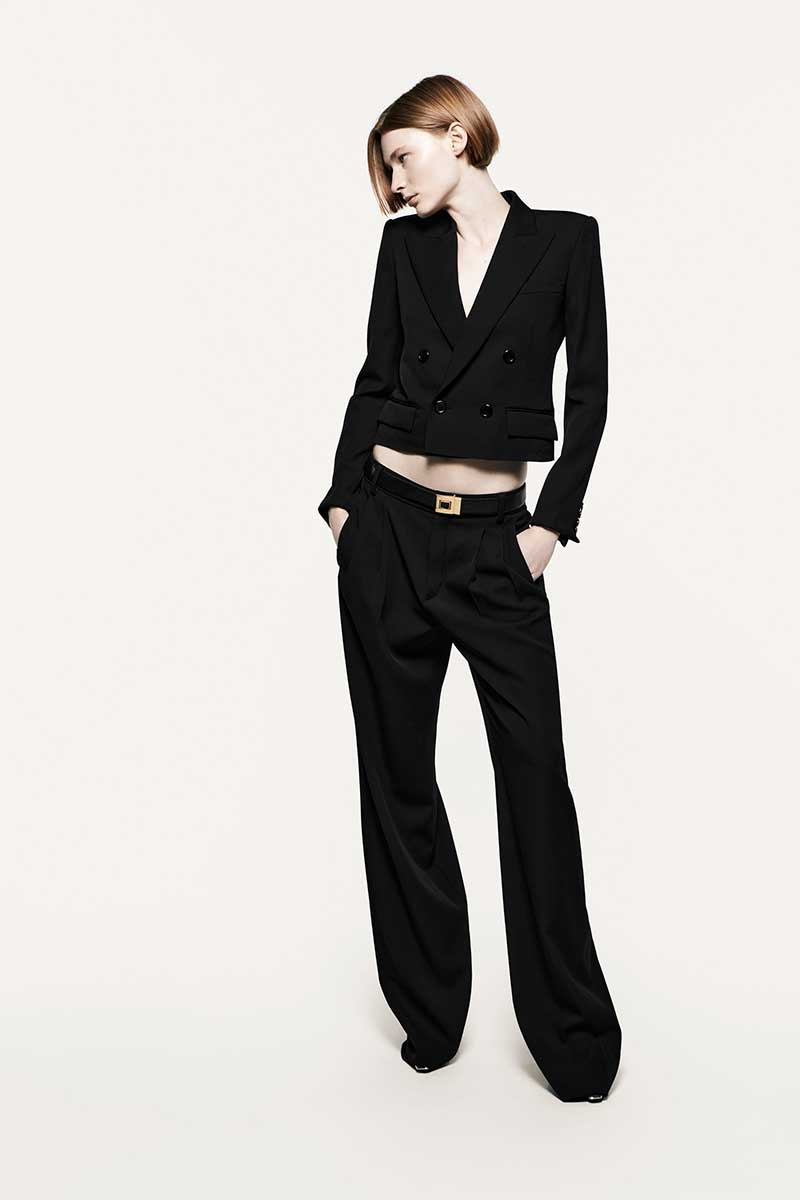 Modetrends 2021. De zwarte broek is terug. Photo: courtesy of Saint Laurent