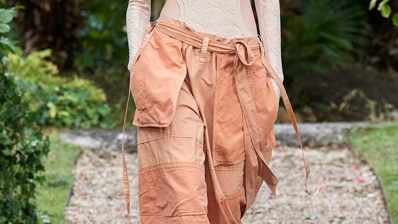 Modetrends lente zomer 2021. Trend alert: wijde broeken