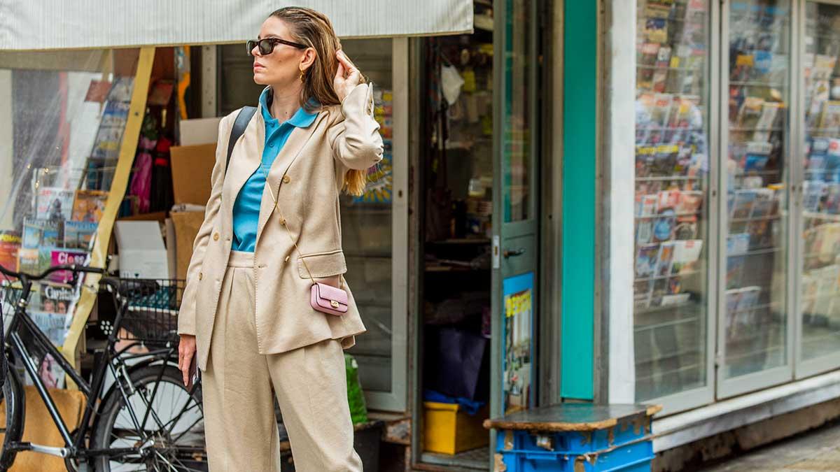 Modetrends herfst winter 2020 2021. Broekpakken in camelkleur
