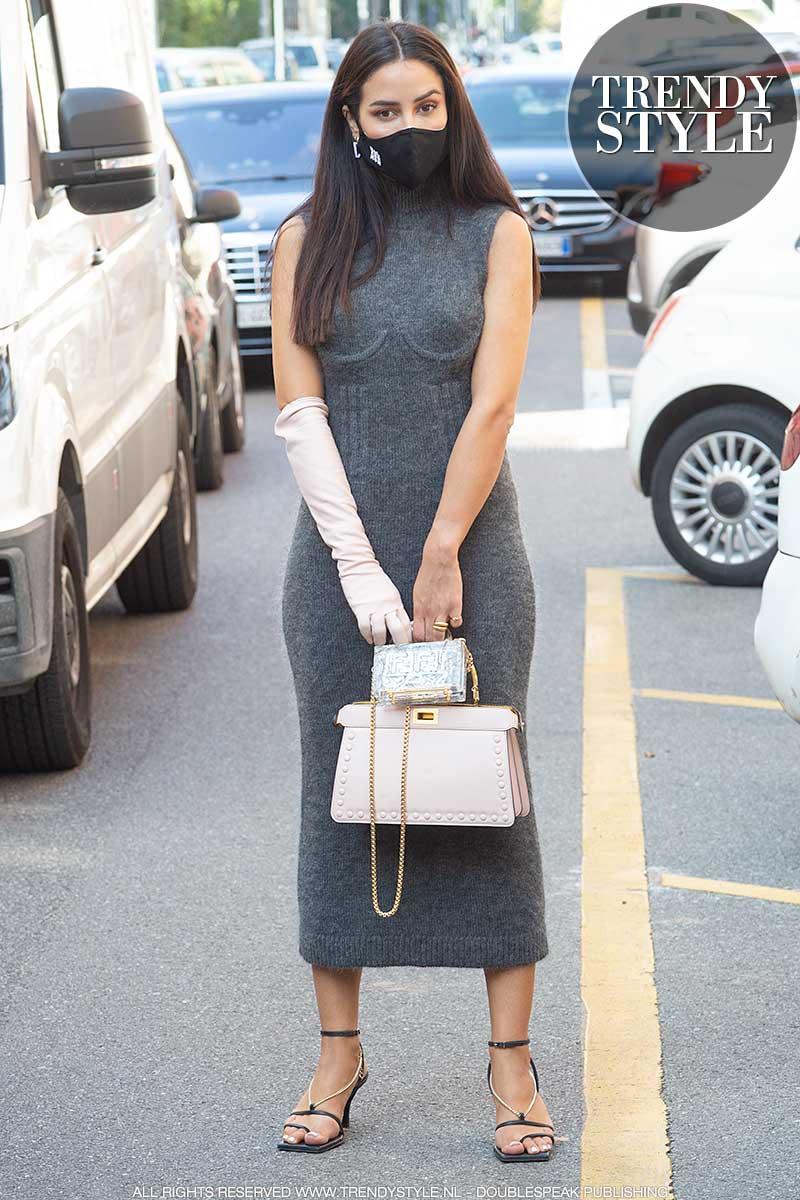 Modetrends 2021. Lange tricot en jersey jurken