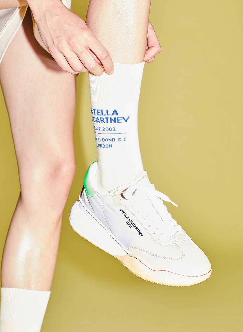 Modetrends 2021. Must-have: een paar witte sokken