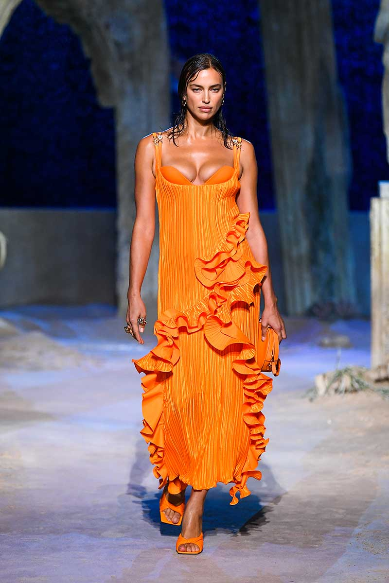 Modetrends 2021. Modekleuren: Vitaminisch oranje. Knallen met felle kleuren