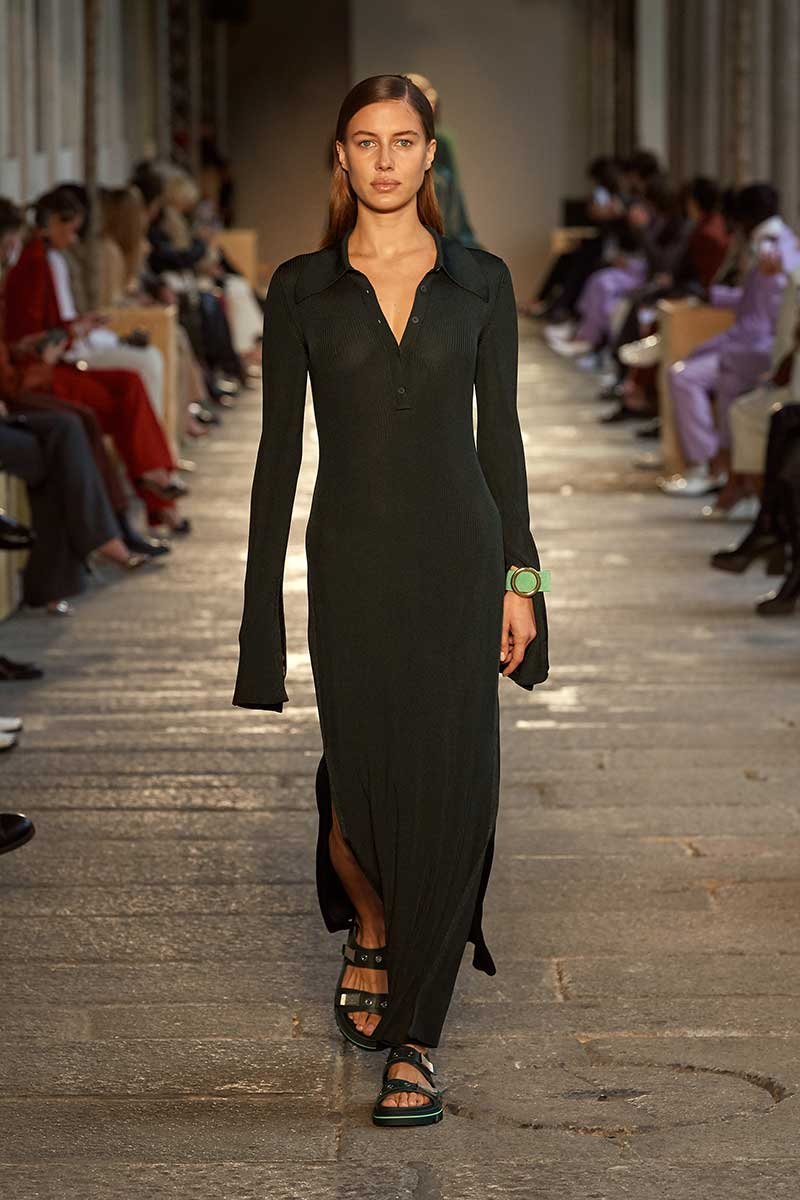 Modetrends lente zomer 2021. Lange slim fit jurken