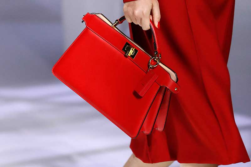Modetrends 2021. Trend alert: rood! Photo: courtesy of Fendi