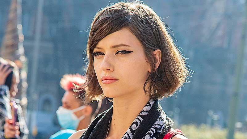 Milan Fashion Week winter 2021 2022. Modellen off-duty. Streetstyle