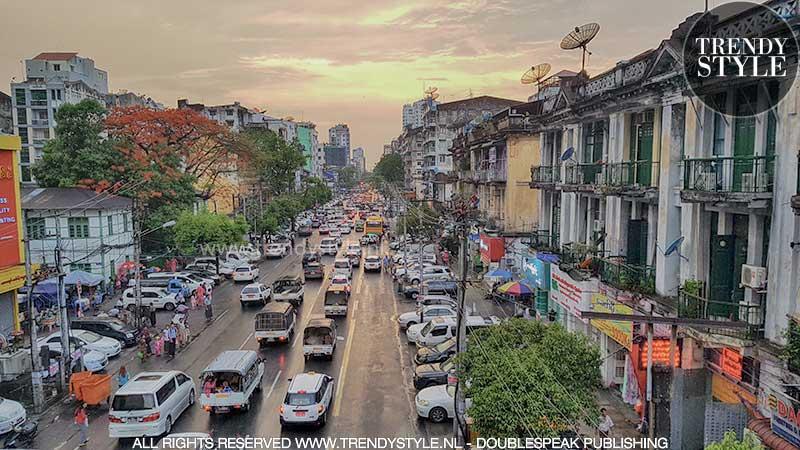 Yangon bij zonsondergang