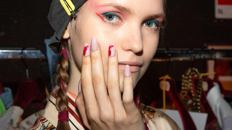 Nagellaktrends en nail art Feesten 2020. Tijd voor een manicure