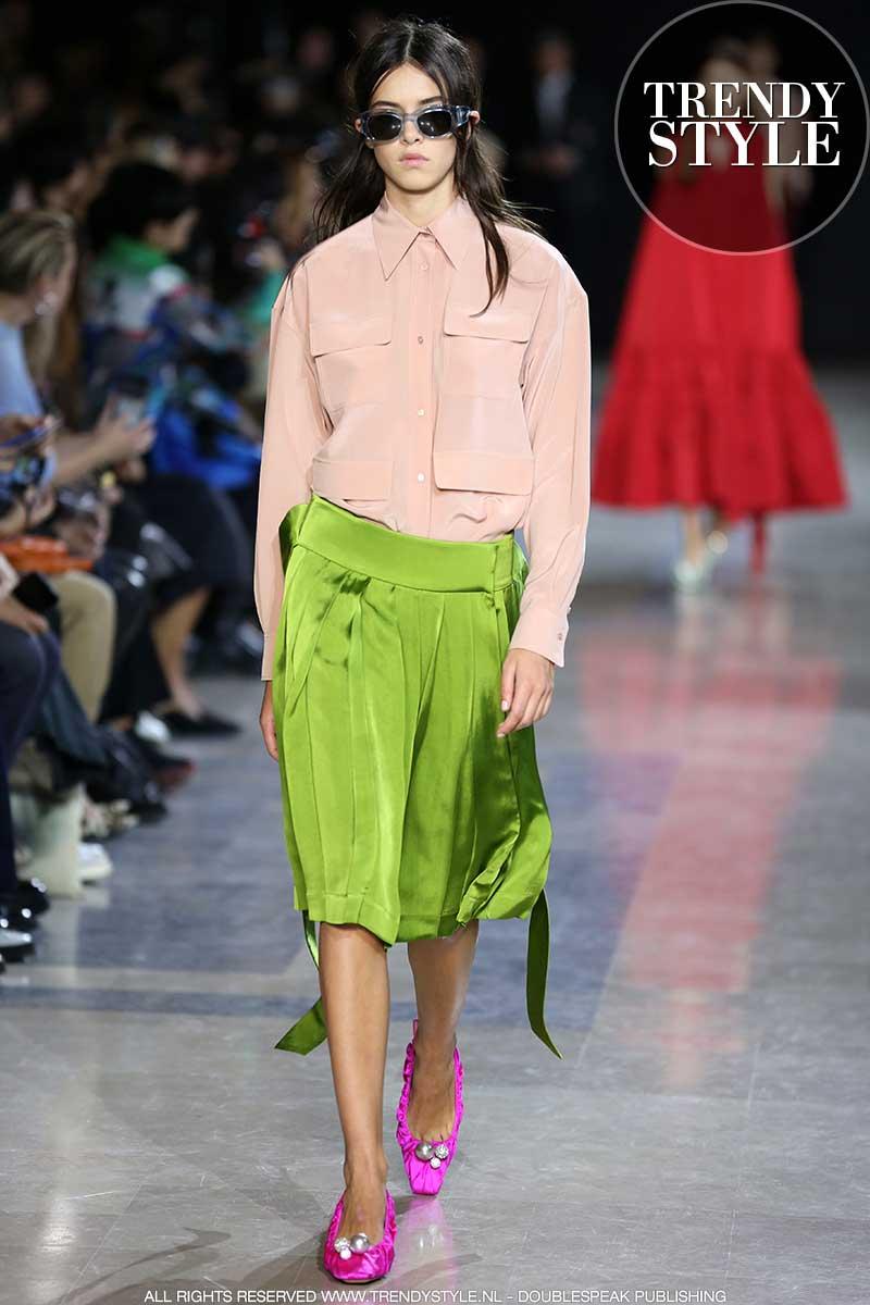 Modekleuren lente zomer 2020. Color blocking. Modeshow: Rochas. Foto: Mauro Pilotto