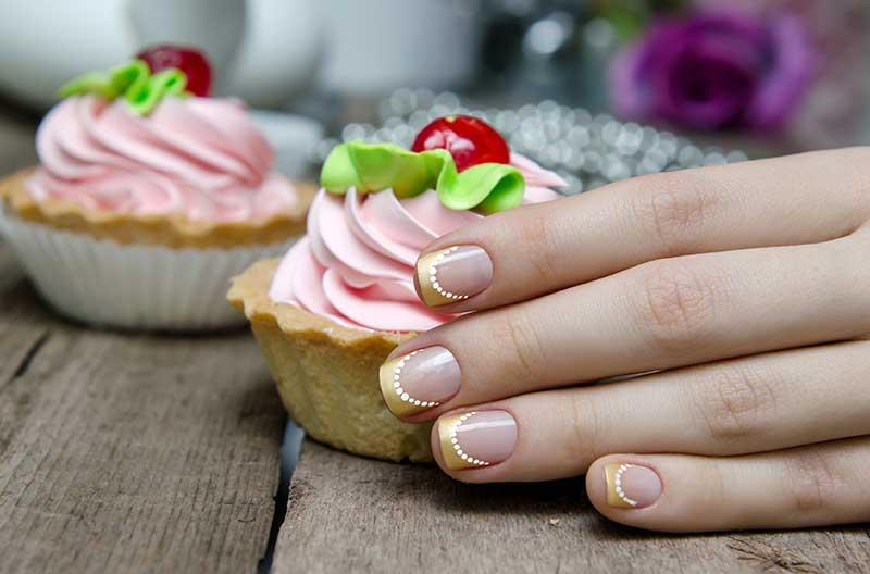Ken jij de ultieme zomer-2021 nageltrend? Trend alert: Outline French Manicure