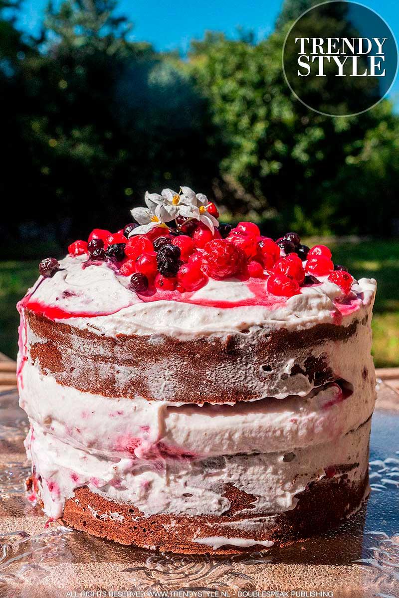 Naked cake met mascarponecrème en bosvruchten