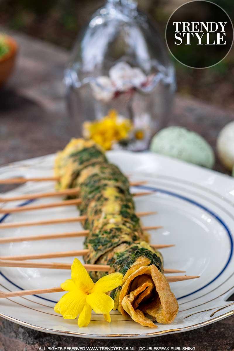 Lente recept. Omeletrolletjes met verse lentekruiden. Foto: Charlotte Mesman