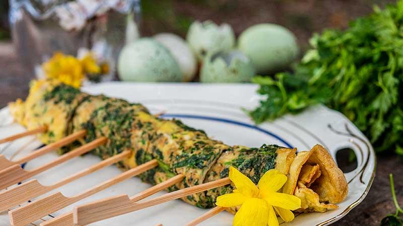Lente recept. Omeletrolletjes met lentekruiden