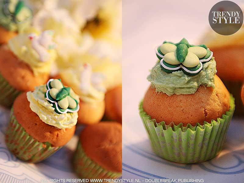 Paasrecept. Mini muffins met gele icing en paasduifjes