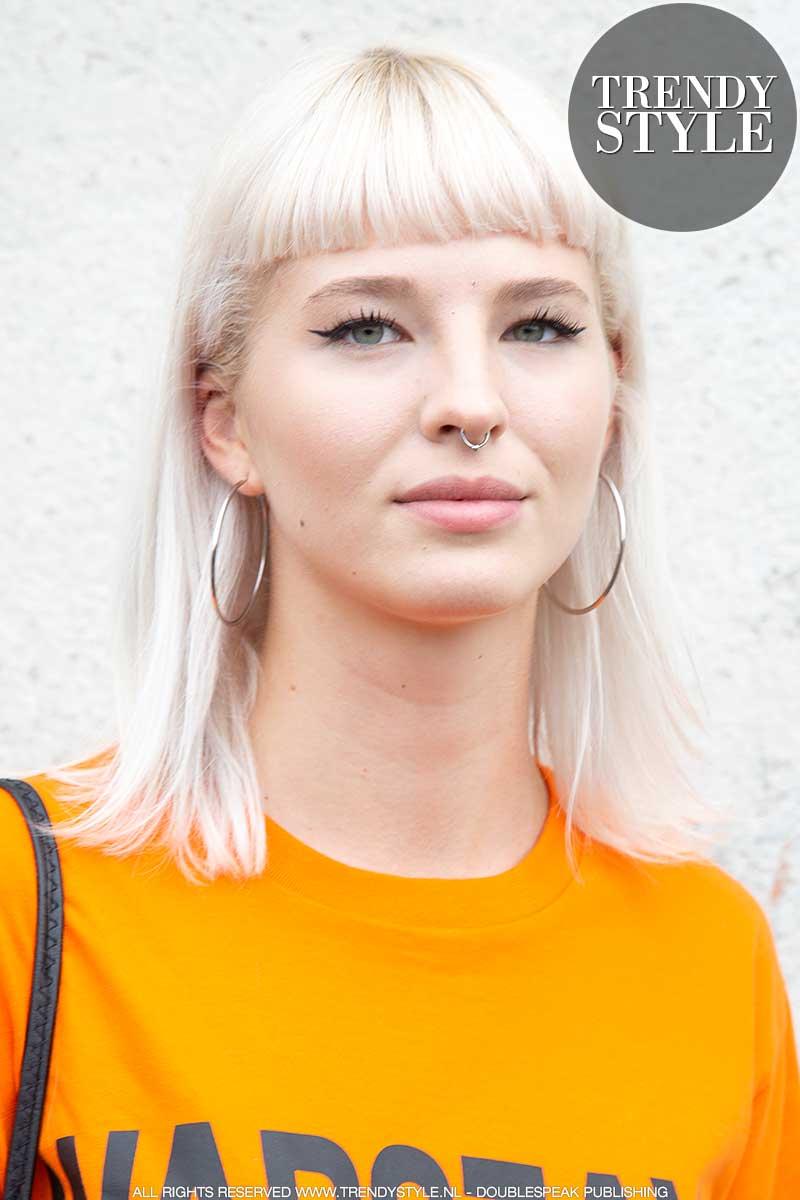 Kapseltrends voorjaar 2020. Platinablonde haarkleur.