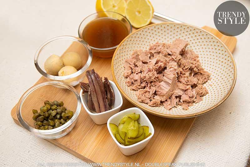 Vitello tonnato. Kalfsvlees met frisse tonijnsaus voor bij het aperitief of als zomerdiner