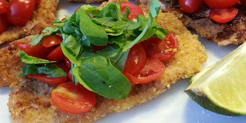 Schnitzel met cherry tomaatjes en rucola