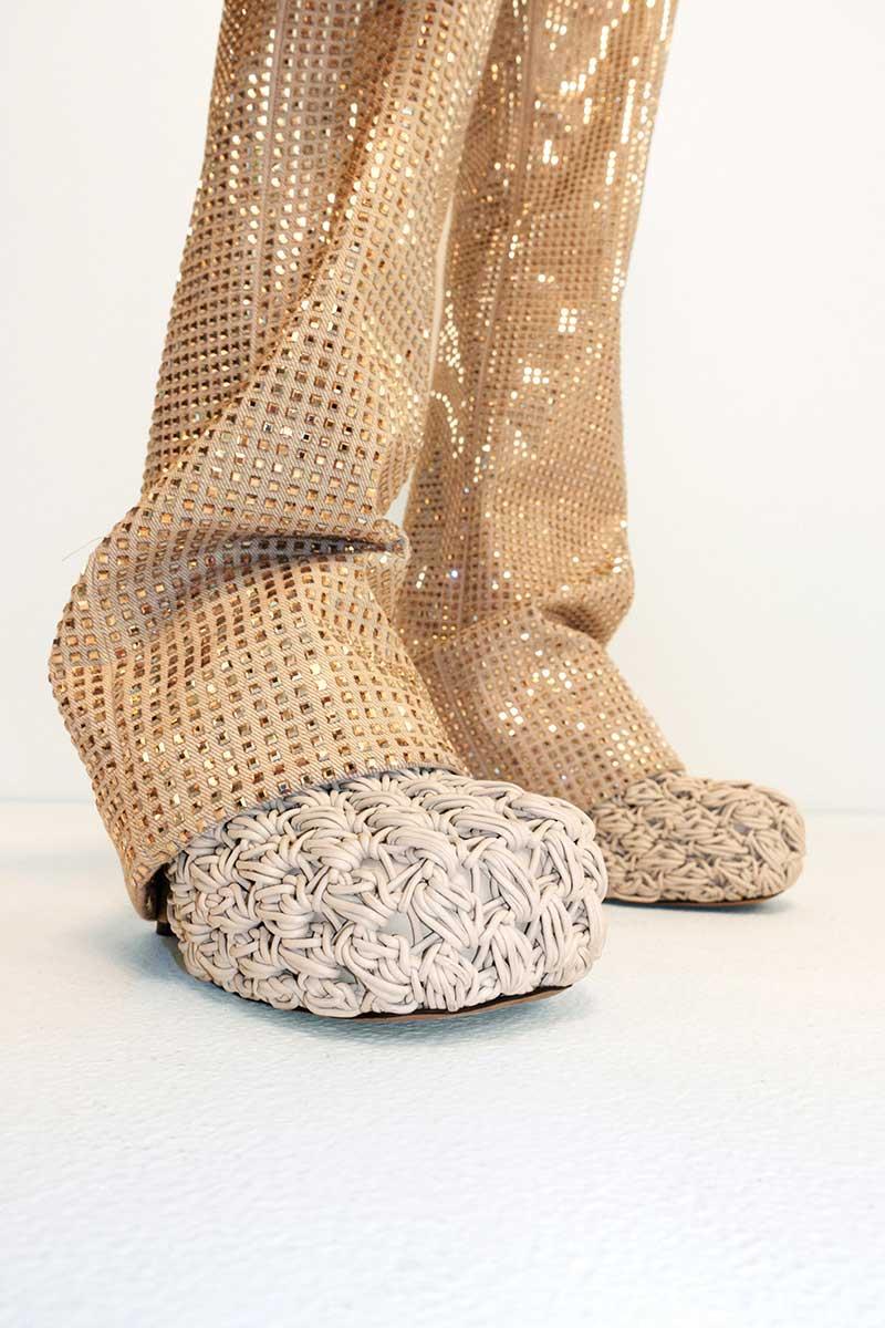 Schoenen trends herfst winter 2020. Photo: courtesy of Bottega Veneta
