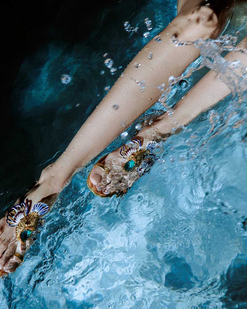 Sandalentrend 2021. Koralen en vissen aan je voeten. Photo: courtesy of Giuseppe Zanotti