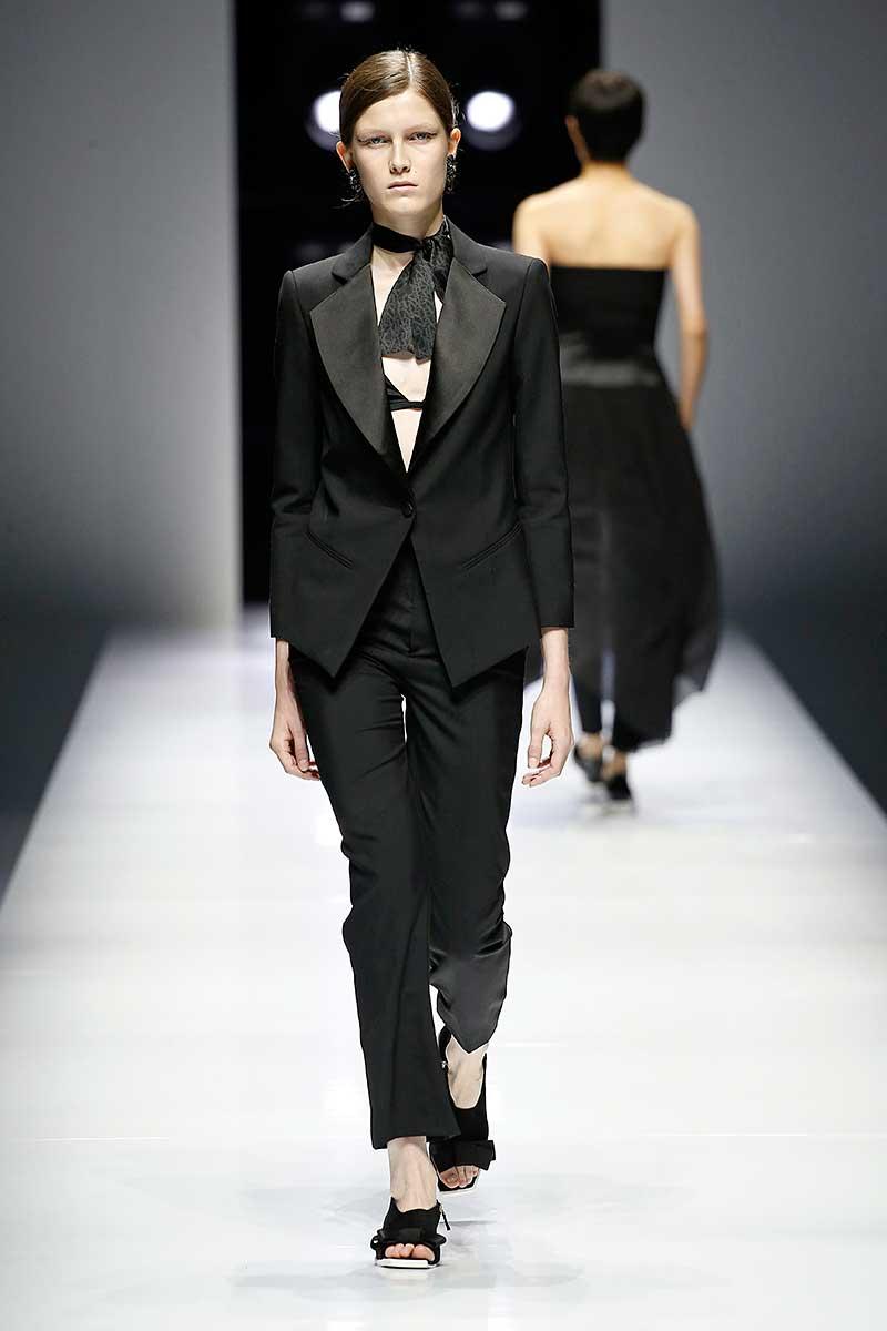 Mode trends zomer 2018. De smoking voor haar