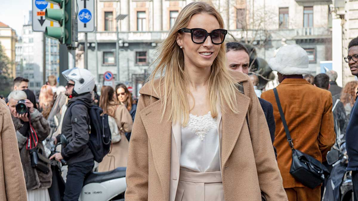 Streetstyle mode 2020. Trendy modelooks voor frisse zomerdagen