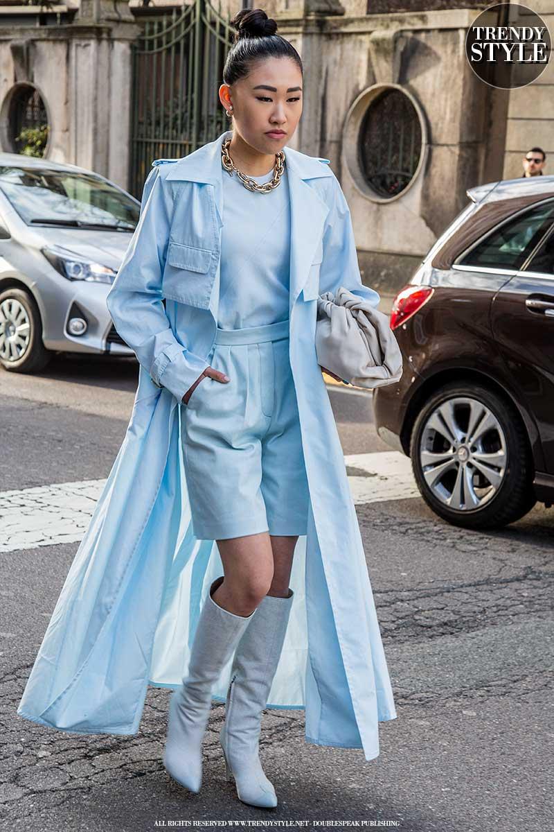 Streetstyle trends zomer 2020. Hot: de short suit met zomerlaarzen